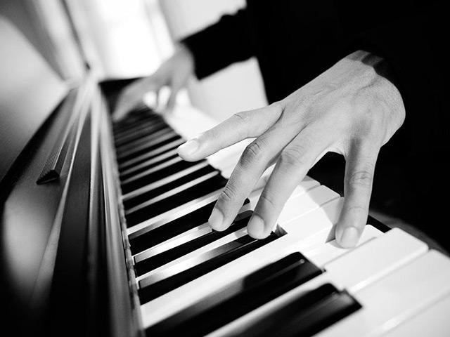 學習鋼琴的正確姿勢和手型